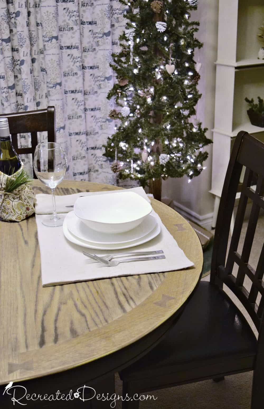 Dining Room Place Setting Christmas Tree White Dishes Recreateddesigns Recreated Designs
