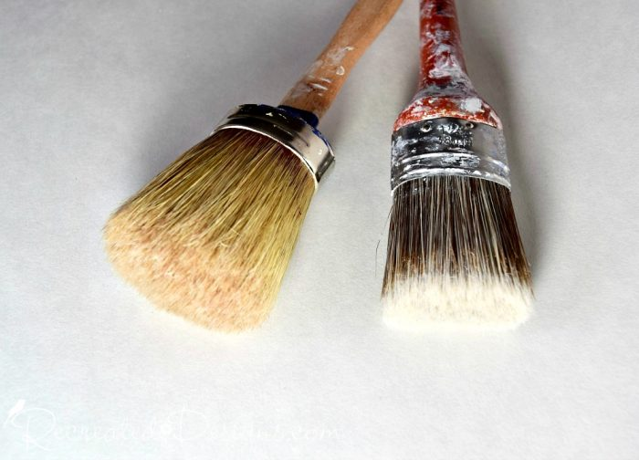 round and oval paint brushes