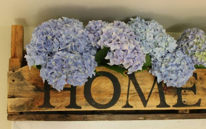 pallet project with flowers